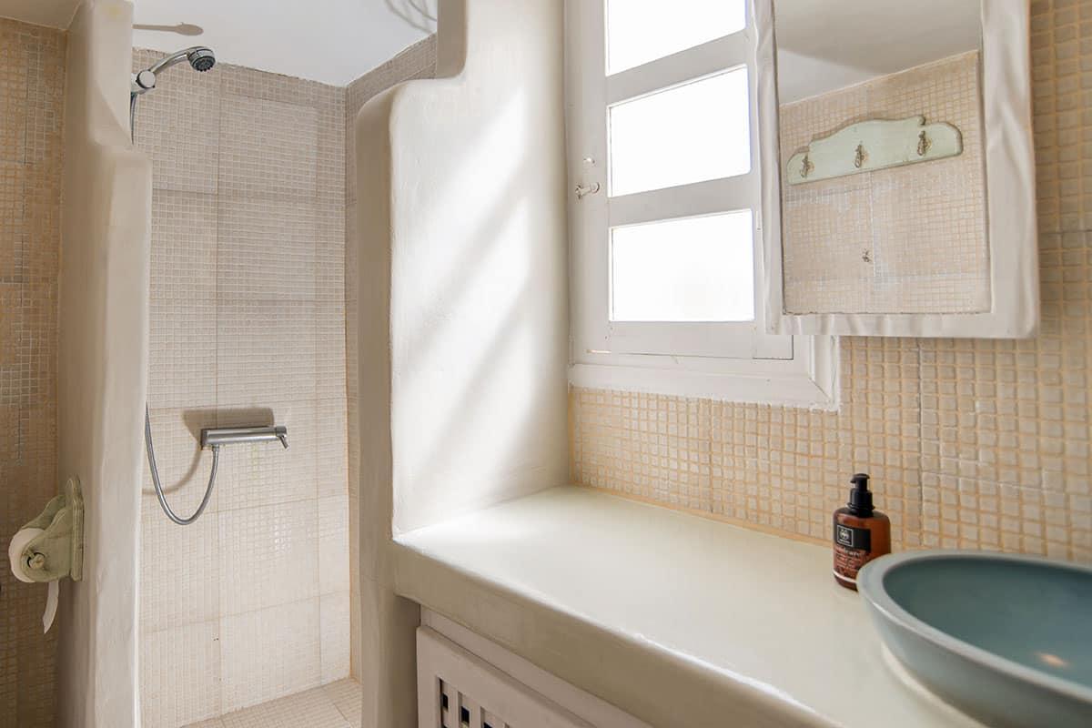 Santorini Hideaway Cave House | Bathroom
