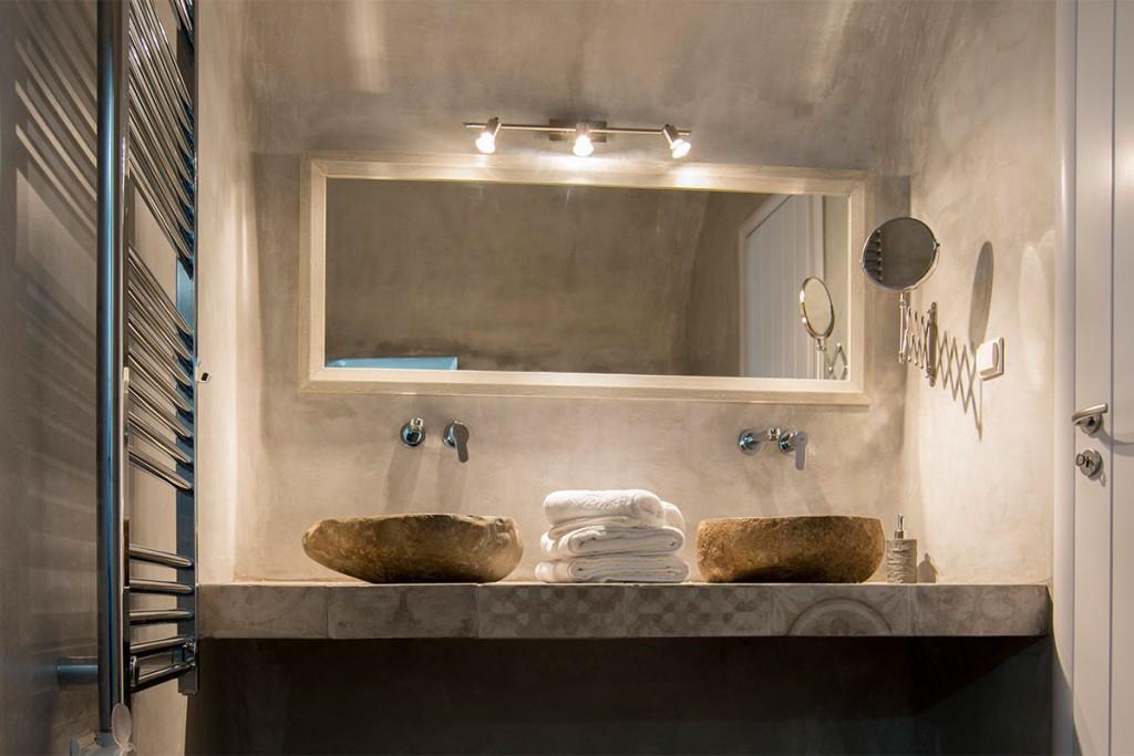 honeymoon suites santorini with private jacuzzi. Black Bedroom Furniture Sets. Home Design Ideas