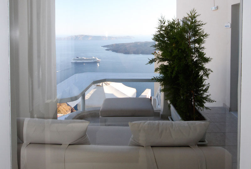 romantic suite santorini with private balcony