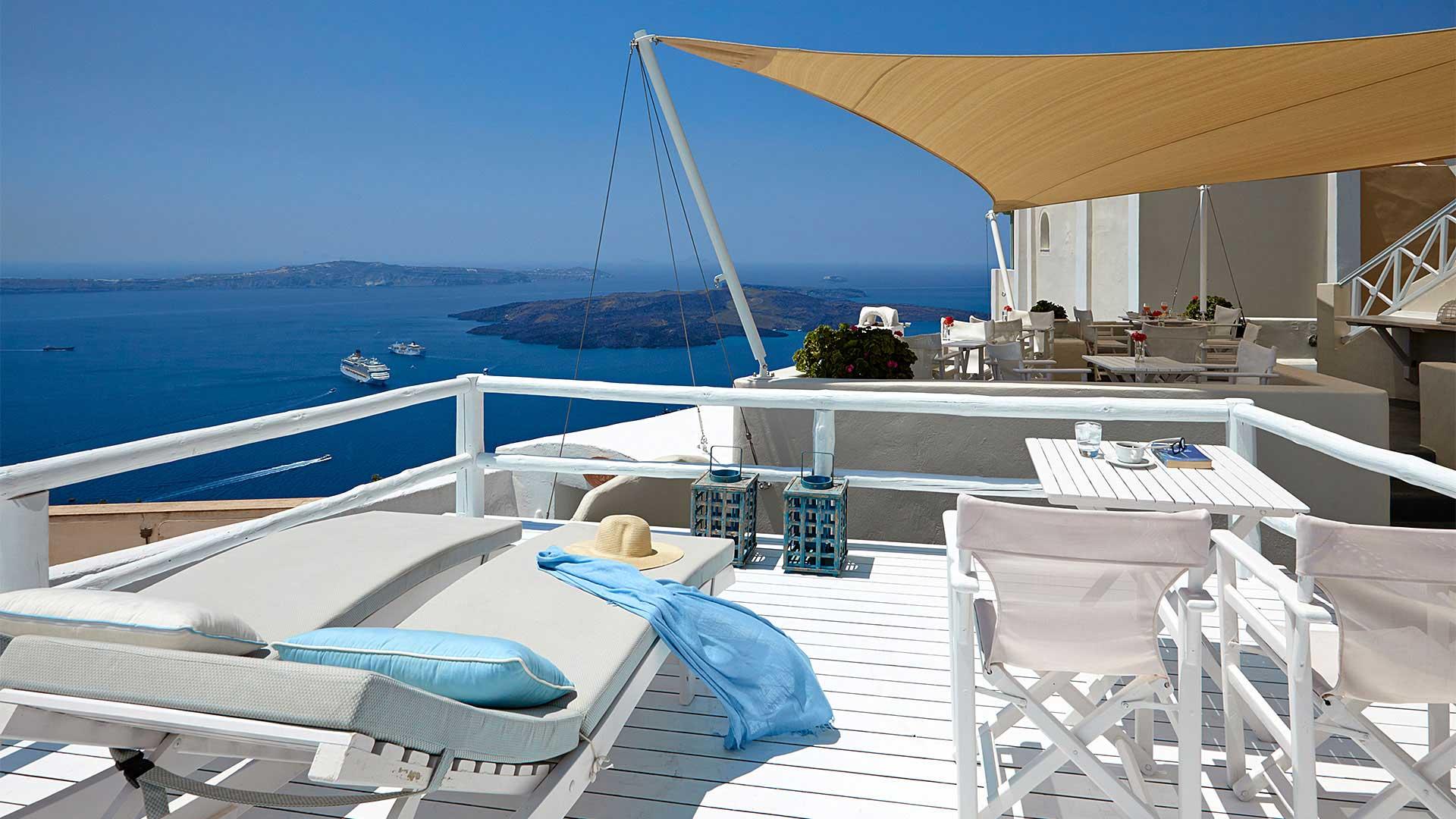 Santorini apartments with veranda and view to caldera