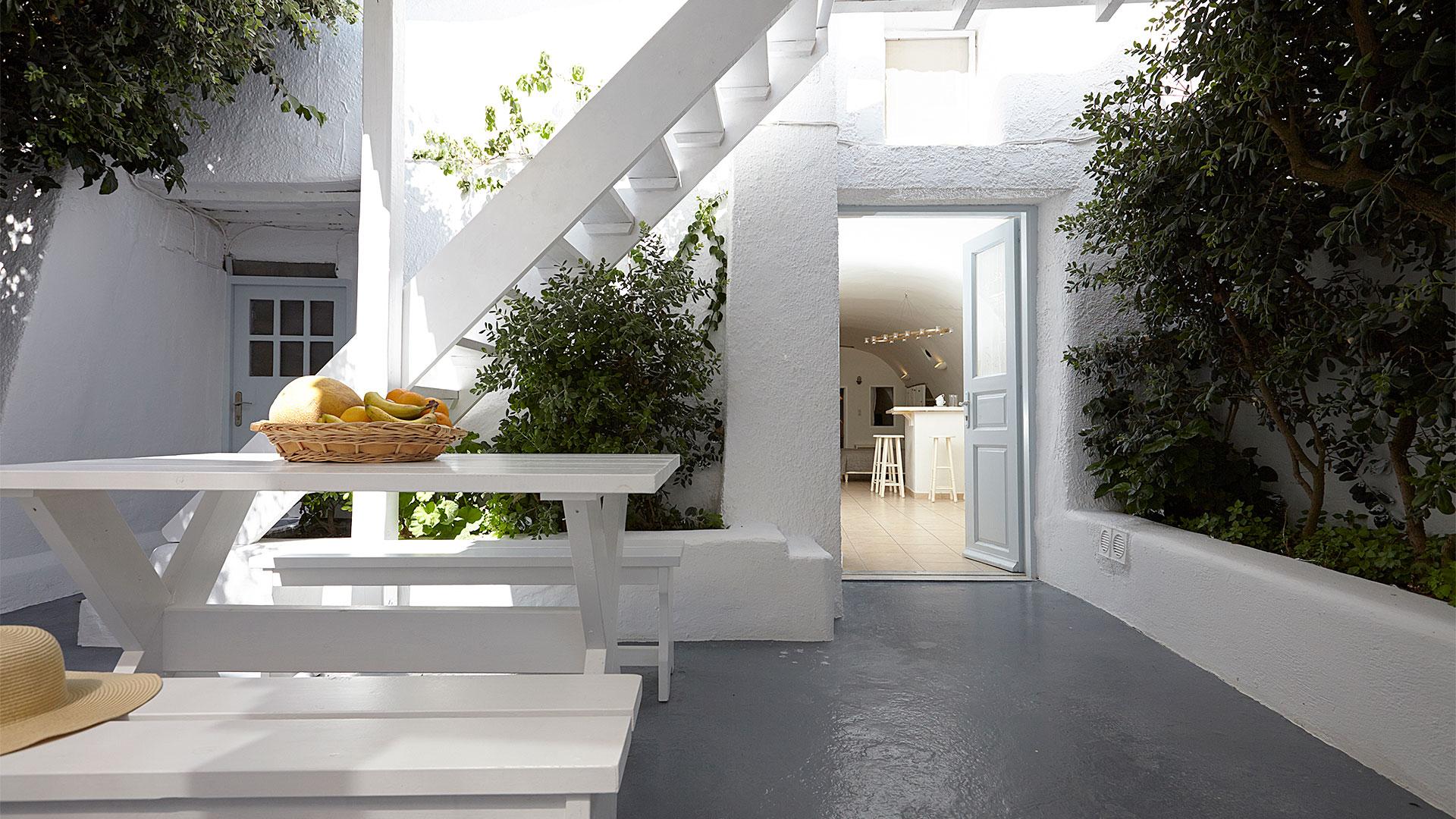 apartments Santorini with veranda special offers