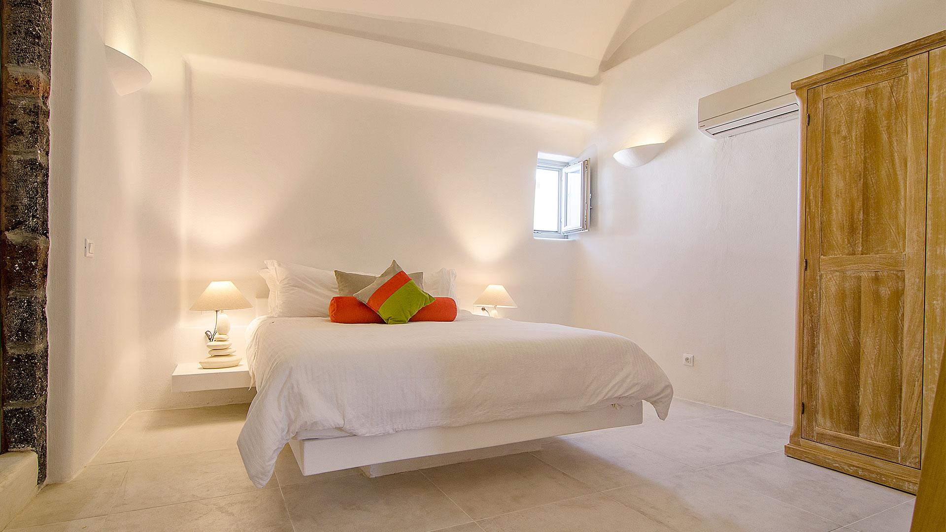 Santorini jacuzzi suites   Pura Vida   Bedroom