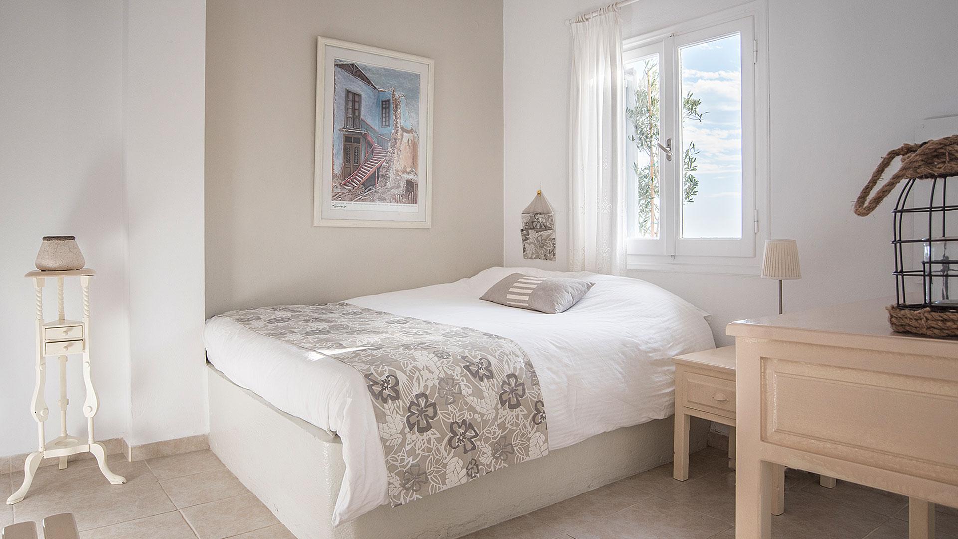 Bedroom   Romantic Suite Private Balcony   Santorini