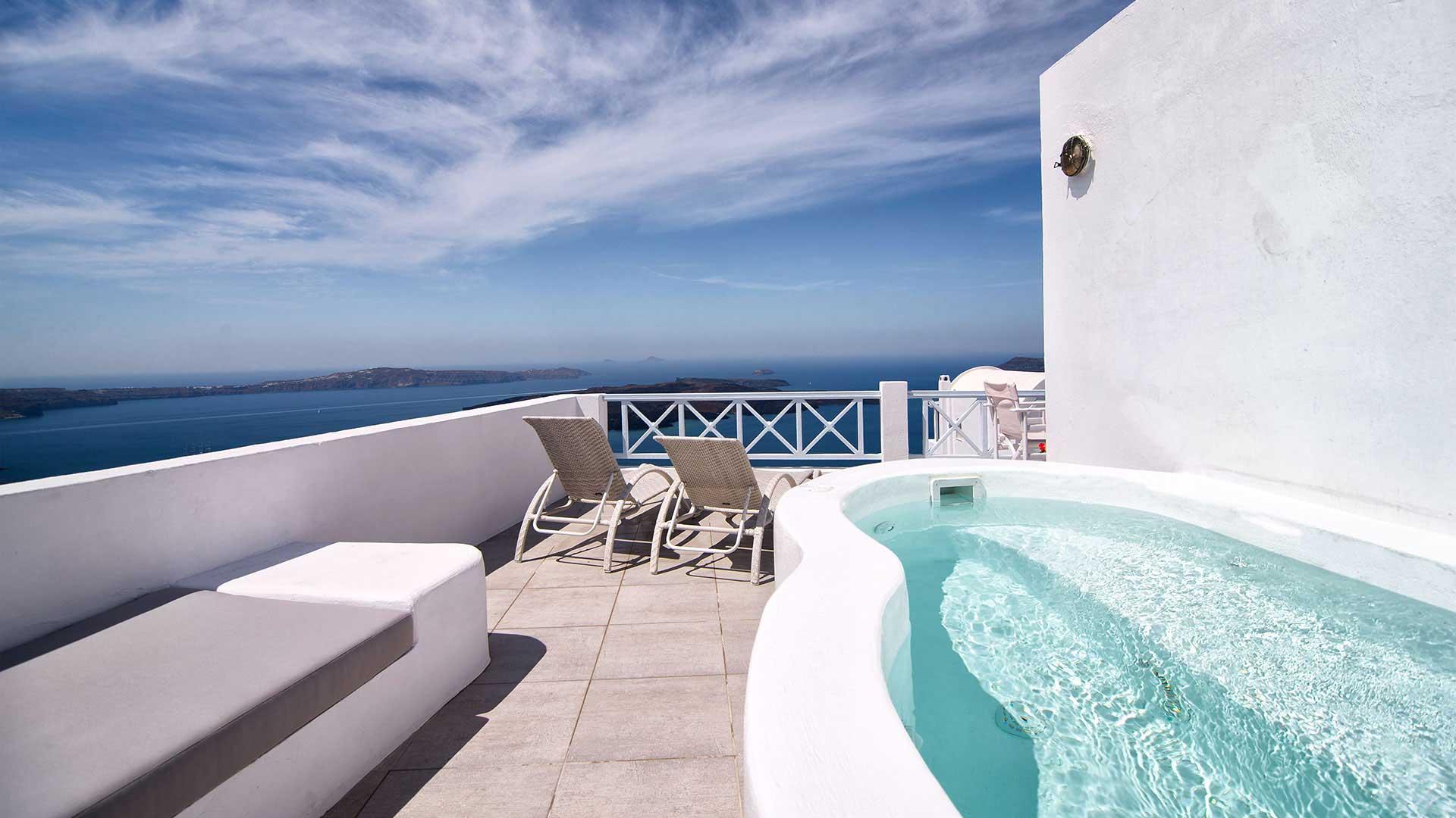 Santorini honeymoon Suite with jacuzzi | Pool with view Imerovigli and Caldera