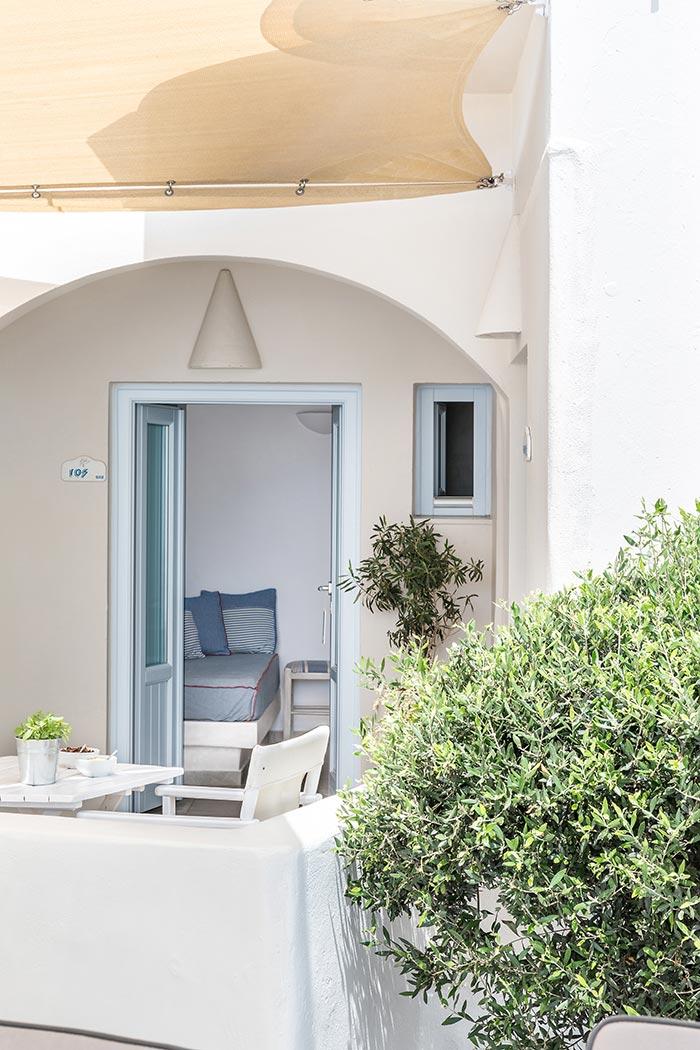 apartments in santorini bluedolpins 5