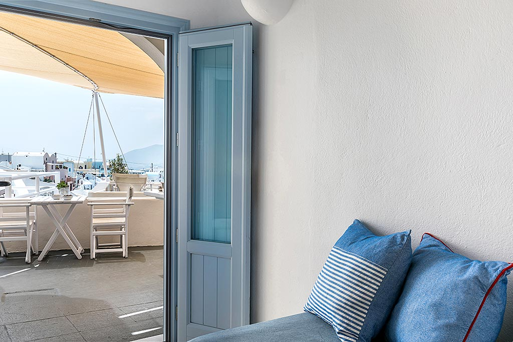 apartments in santorini bluedolpins comfortable bedroom 1
