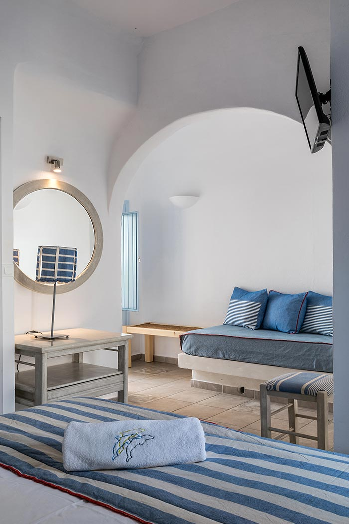 comfortable apartments in santorini bluedolpins 4