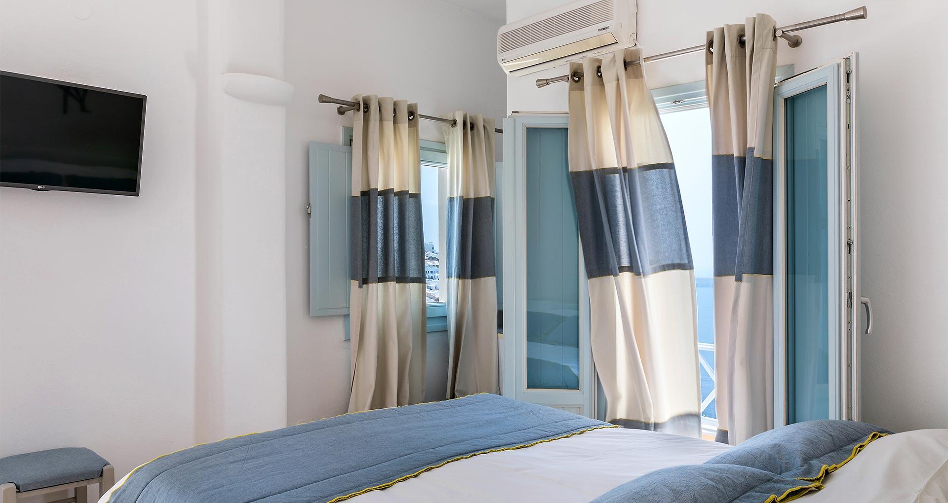 familiy suites santorini blue dolphins 1