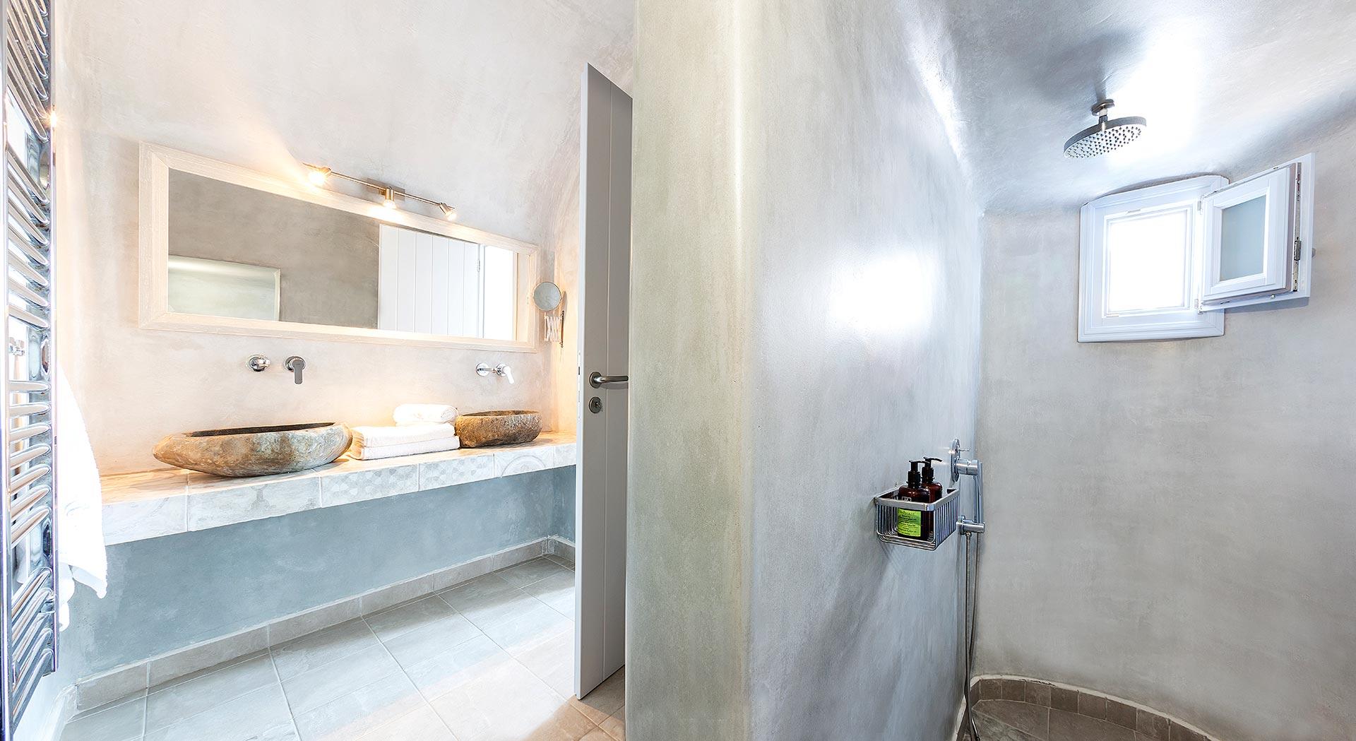 honeymoon suites apartmens bathroom santorini bluedolphins