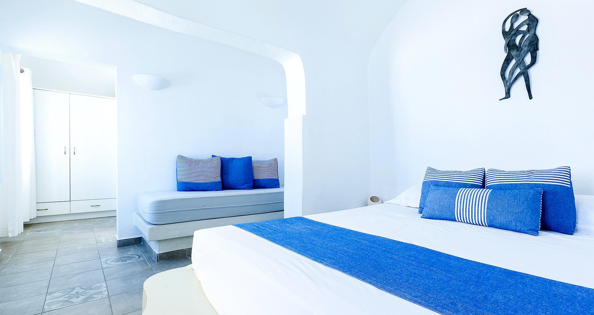 honeymoon suites apartmens bedroom santorini bluedolphins