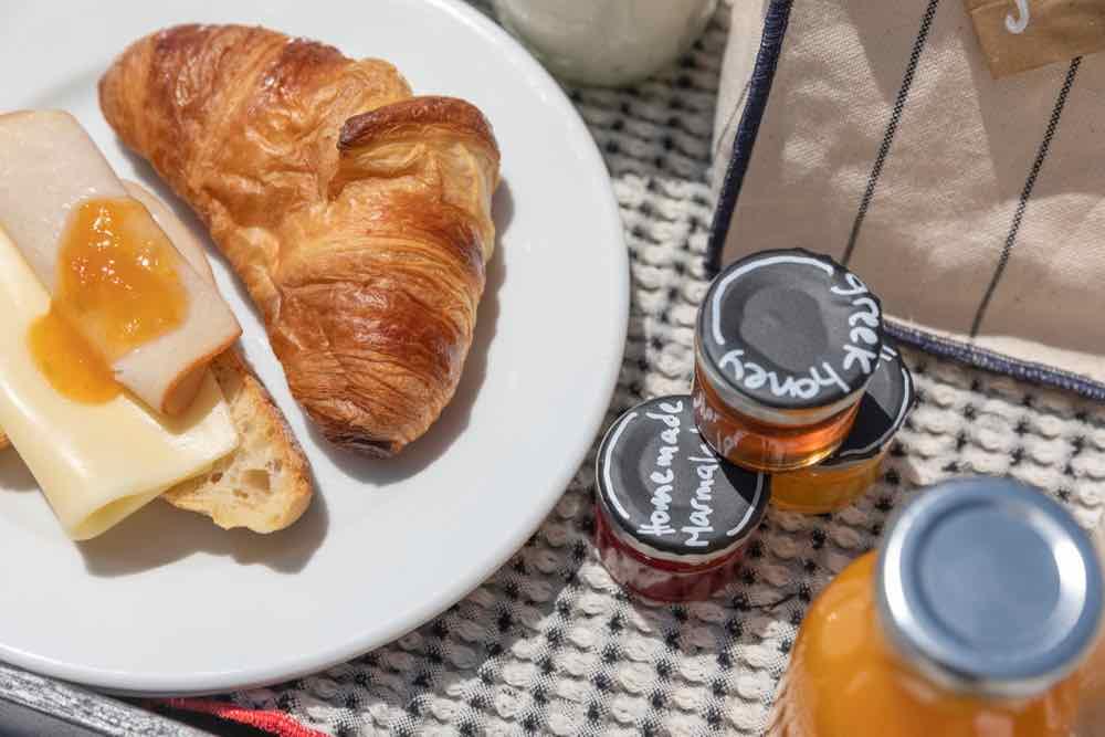breakfast santorini bluedolphins05