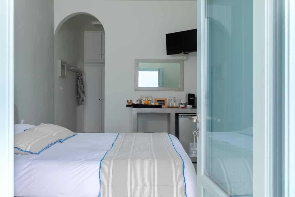 standard double room santorini 07