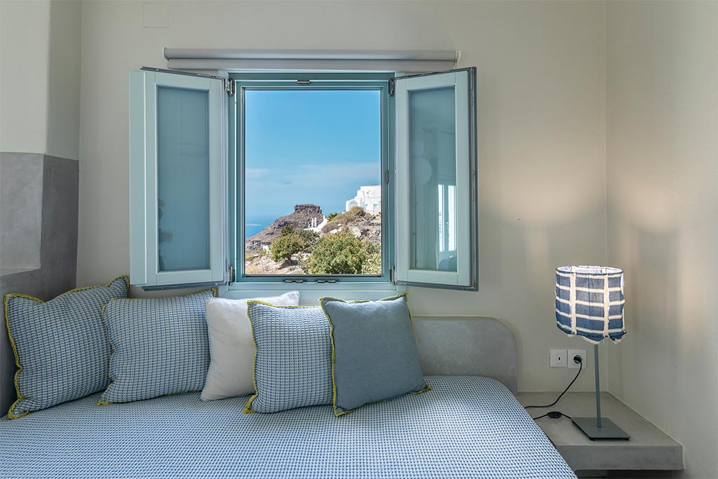 family suites with private balcony santorini bluedolpins 5