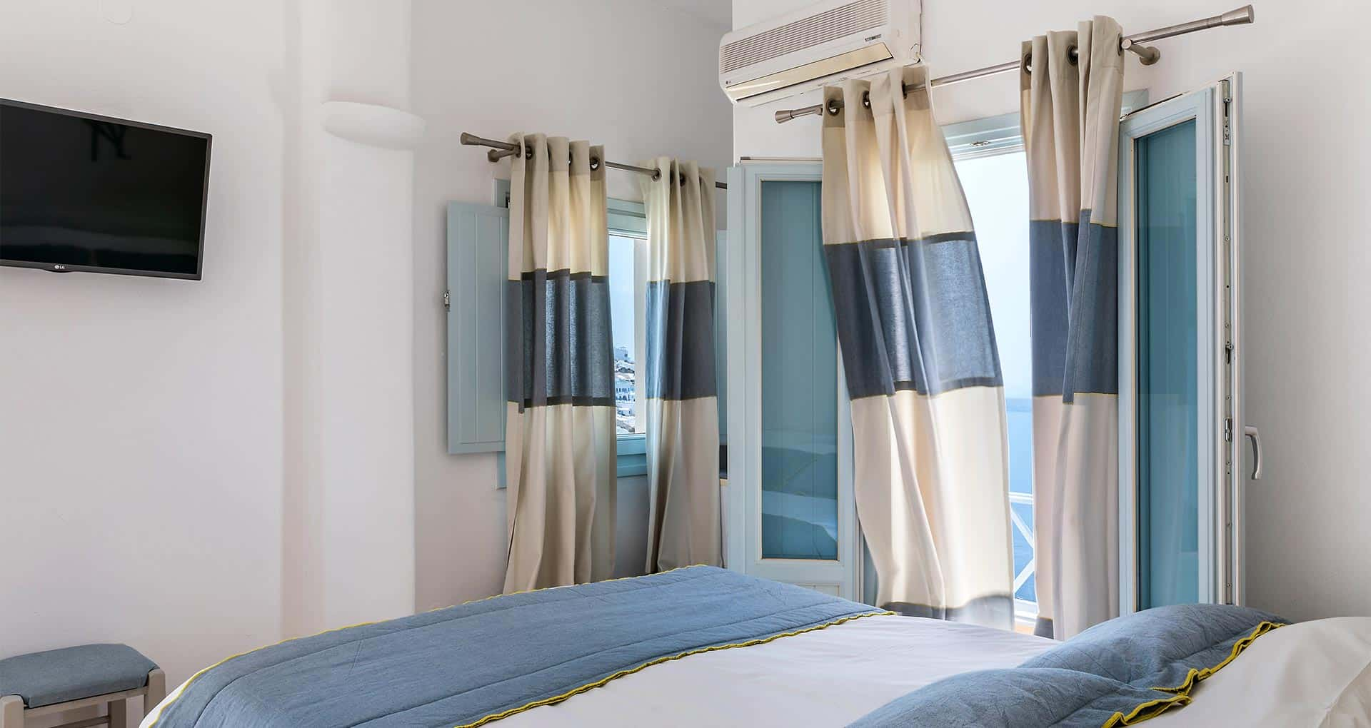 family suites with private balcony santorini bluedolpins s1