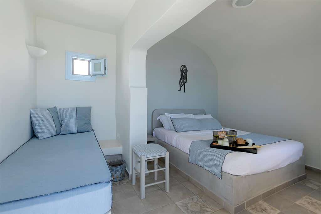 honeymoon jacuzzi suites private balcony santorini bluedolphins 01
