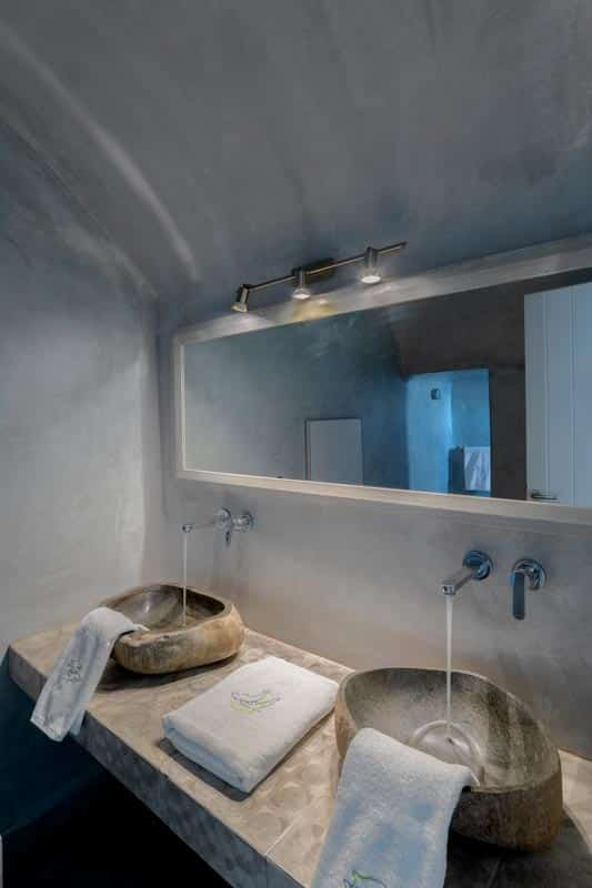 honeymoon jacuzzi suites private balcony santorini bluedolphins 08