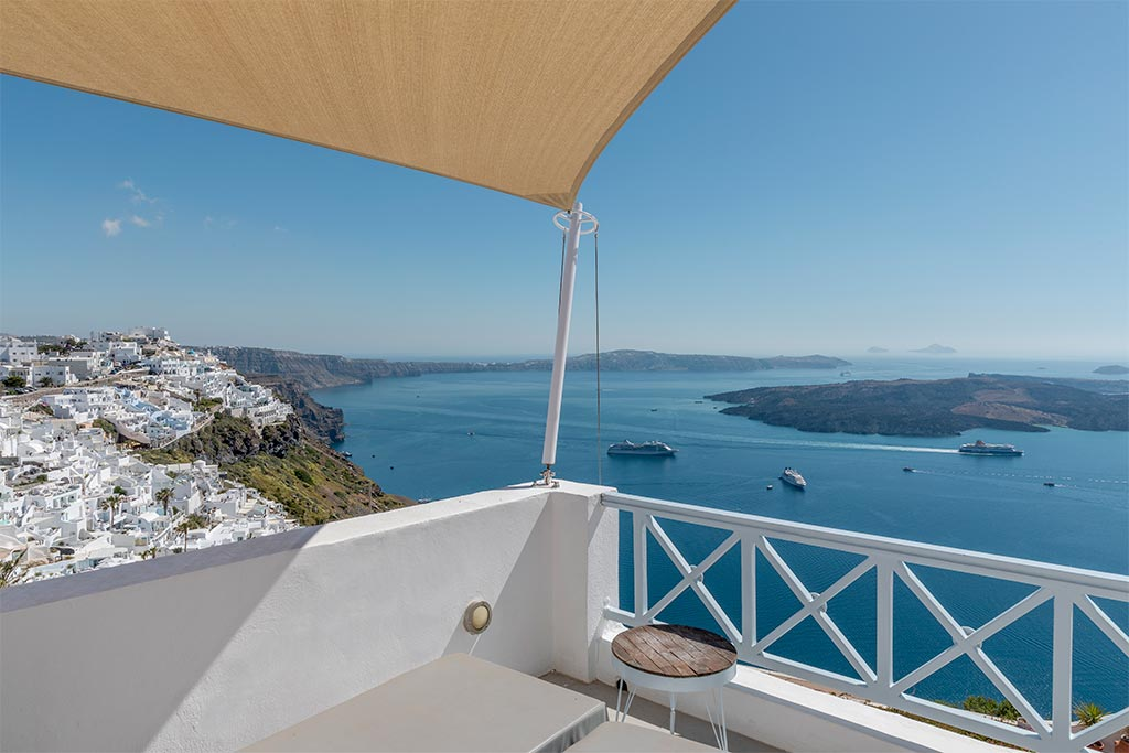 honeymoon jacuzzi suites private balcony santorini bluedolphins 10