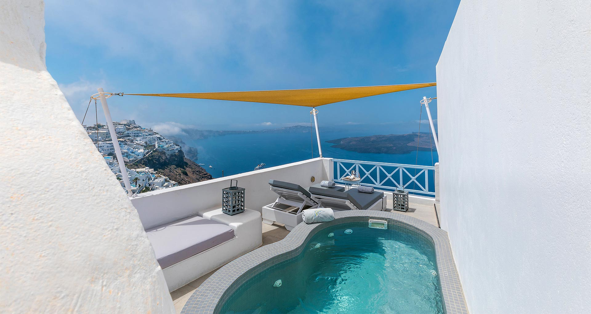 honeymoon jacuzzi suites private balcony santorini bluedolphins sl1