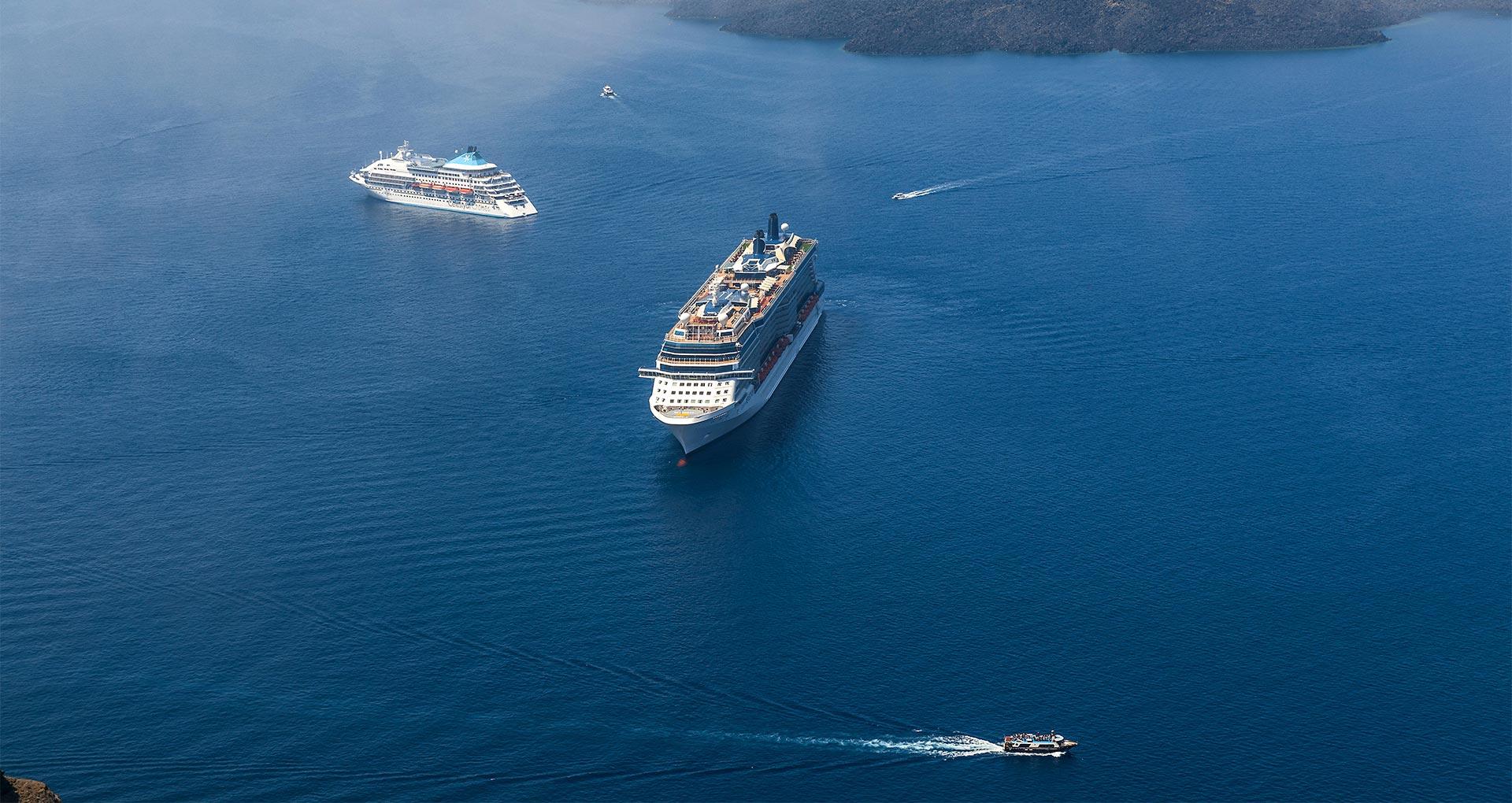 honeymoon jacuzzi suites private balcony santorini bluedolphins sl4
