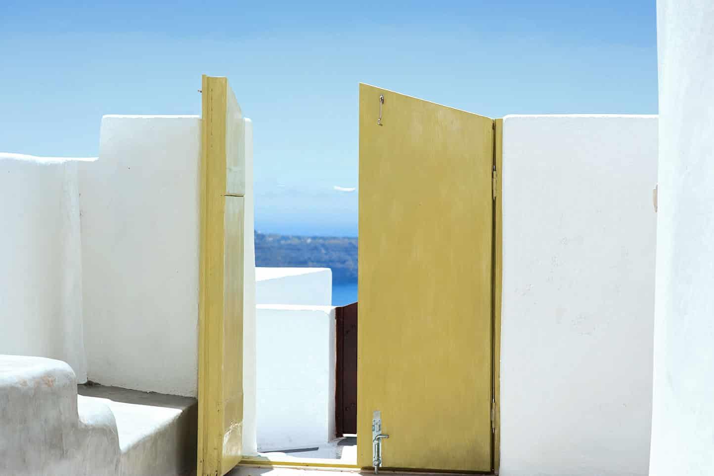 luxury suites jacuzzi santorini caldera view bluedolphins