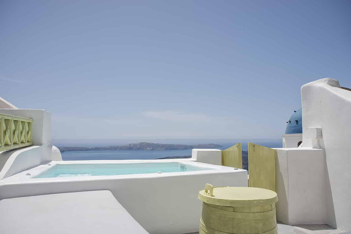 luxury suites jacuzzi santorini view caldera bluedolphins