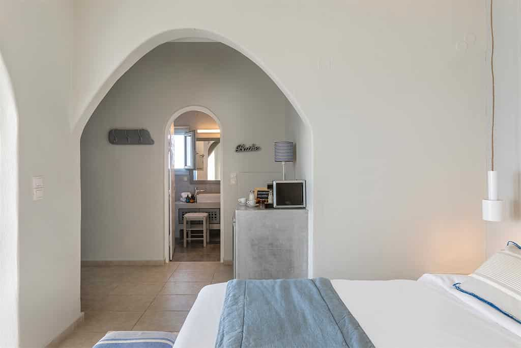 romantic suite with private balcony santorini bluedolphins 07