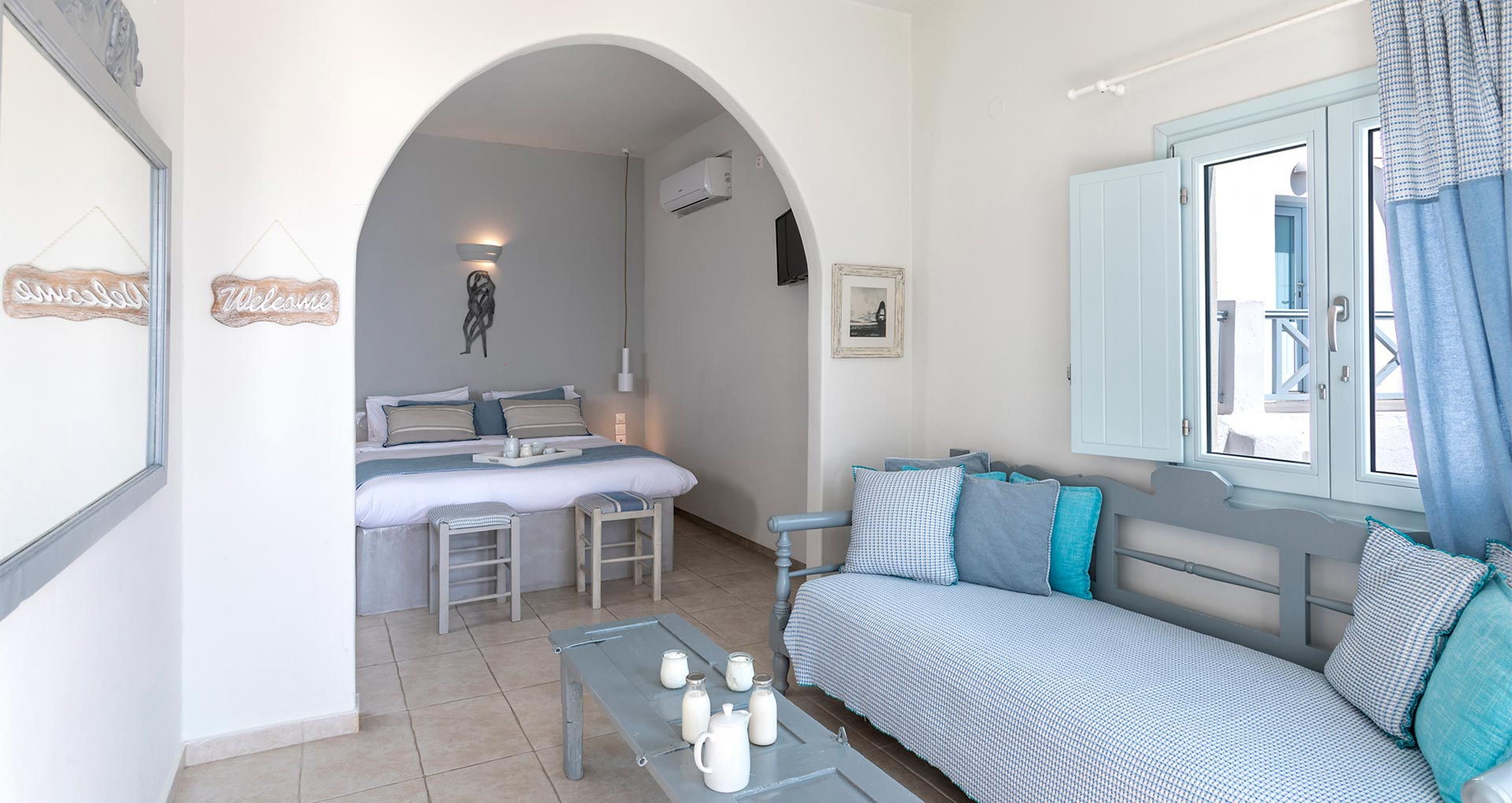 romantic suite with private balcony santorini bluedolphins sl2